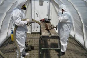 Demontagen von asbesthaltigen Armaturen