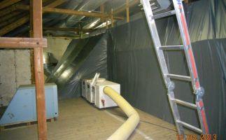 abgeschotteter Sanierungsbereich mit Unterdruckanlage