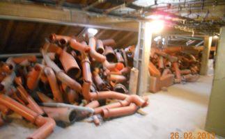 Demontierte quecksilberbelastete Rohrleitungen innerhalb des Sanierungsbereiches