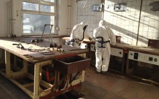 vorsichtige Demontagen im kontaminierten durch Quecksilber belasteten Bereich TU Dresden